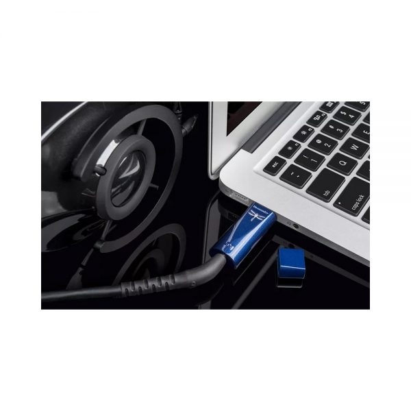 AudioQuest Dragonfly Cobalt - Lifestyle